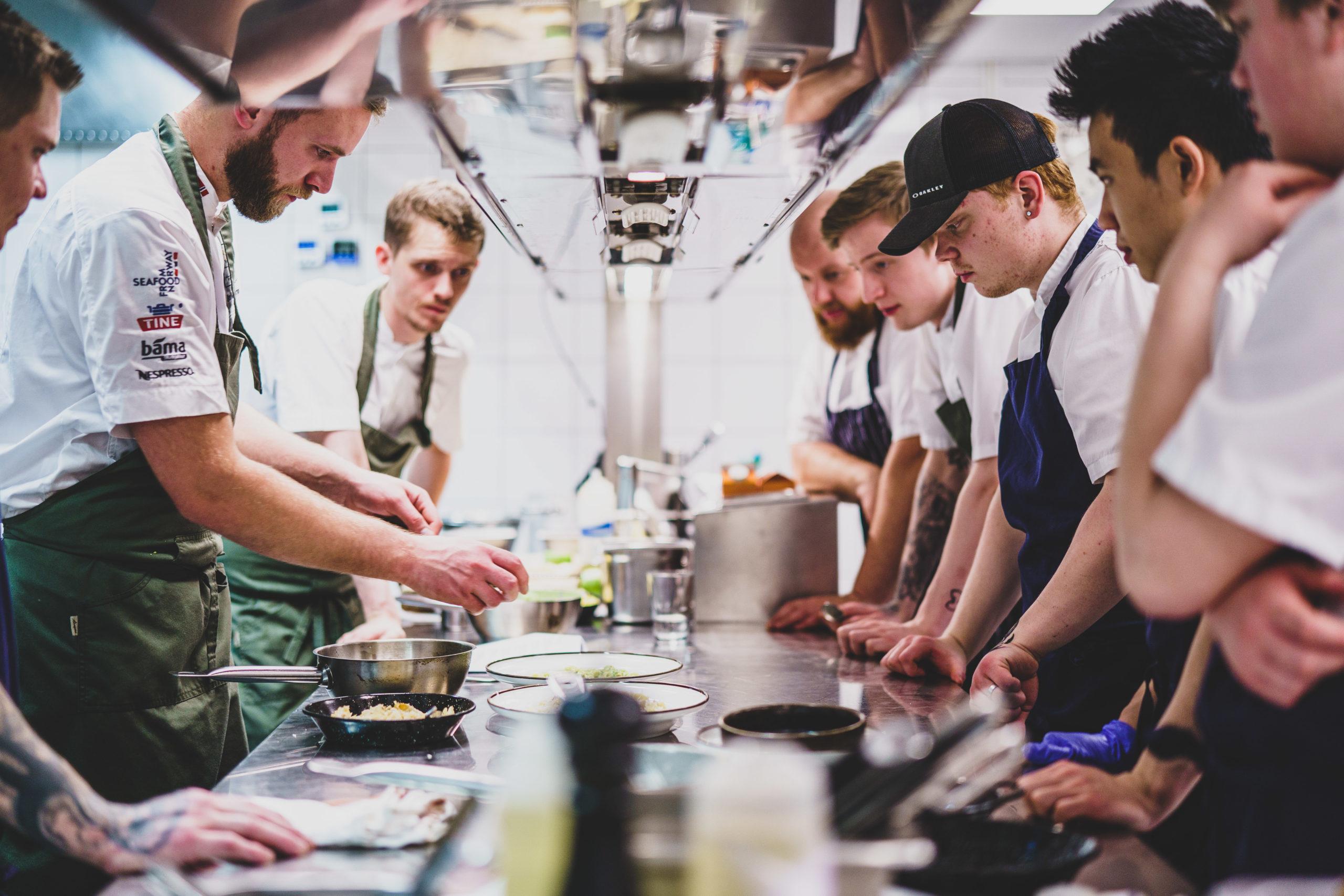 Kokker og lærlinger på Bjørk