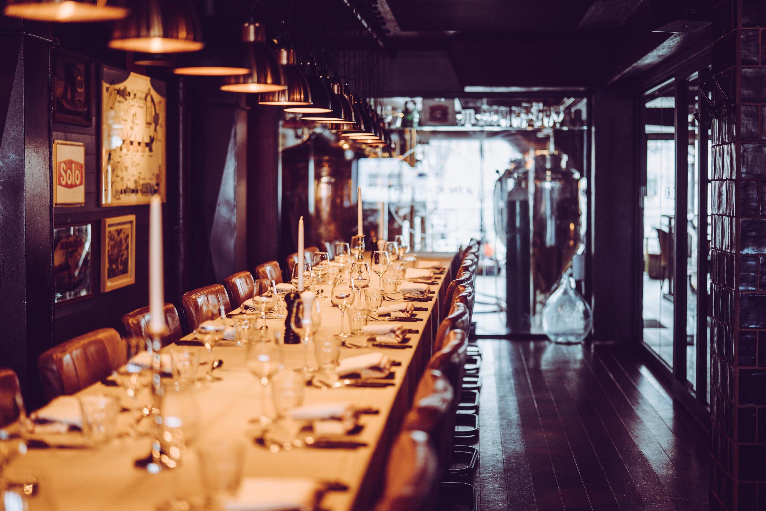 Pådekket bord, selskapsrom på Hundholmen Brygghus
